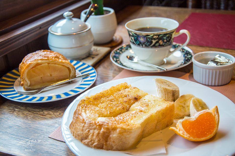 合掌村美食コーヒー屋鄙 職人老爺爺咖啡 滿滿果肉蘋果派 蜂蜜奶油水果吐司