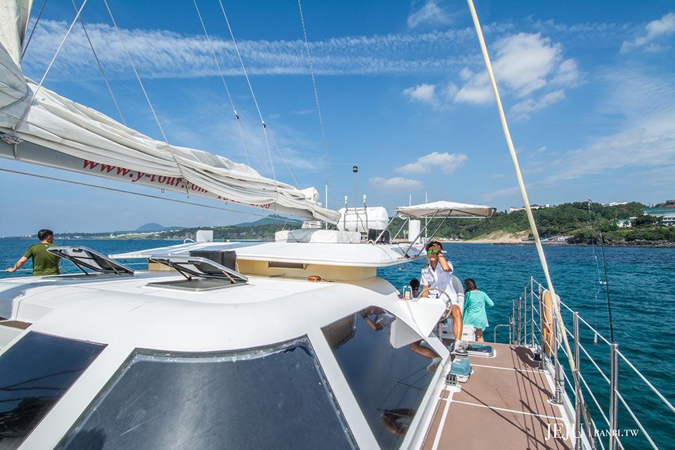 濟州島自由行程-香格里拉遊艇觀光與刺激快艇,跟歐巴船長海上遊覽西歸浦市及海釣