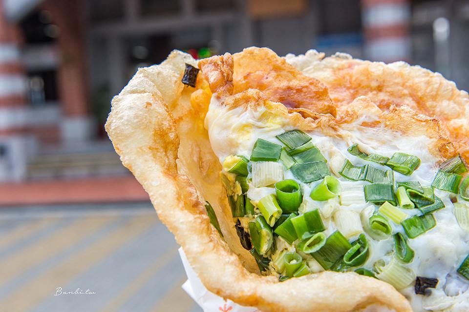 現擀麵皮!頭城車站阿伯炸蛋蔥油餅,滿滿蔥花的宜蘭人氣美食