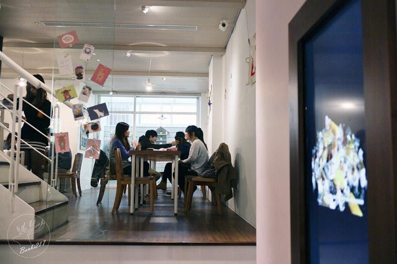 Banbi217 美食旅遊: 小梗甜點咖啡 Terrier Sweets,期間限定草莓千層派,法式甜點,下午茶(台中西區美食)