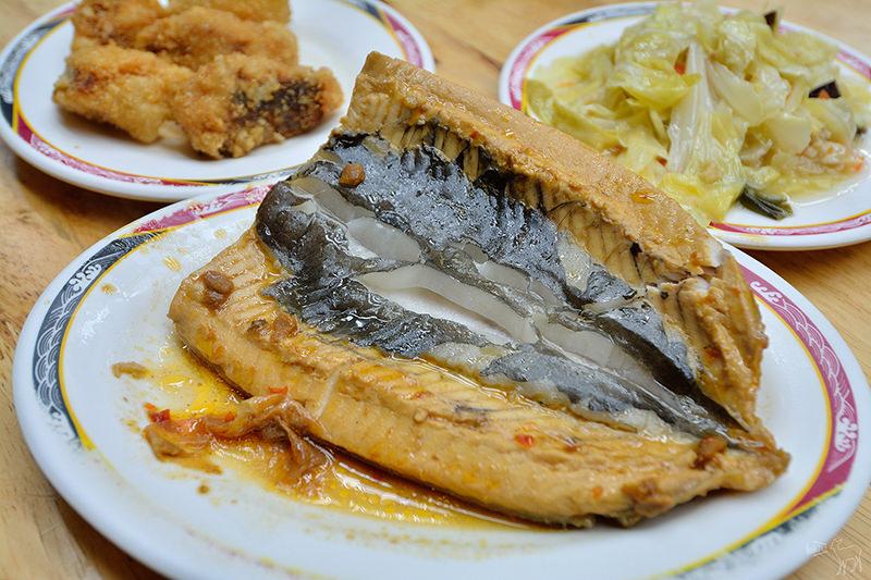 北投排隊宵夜:台南滷三塊五花肉飯,虱目魚肚,魚鬆滷肉飯,捷運石牌站
