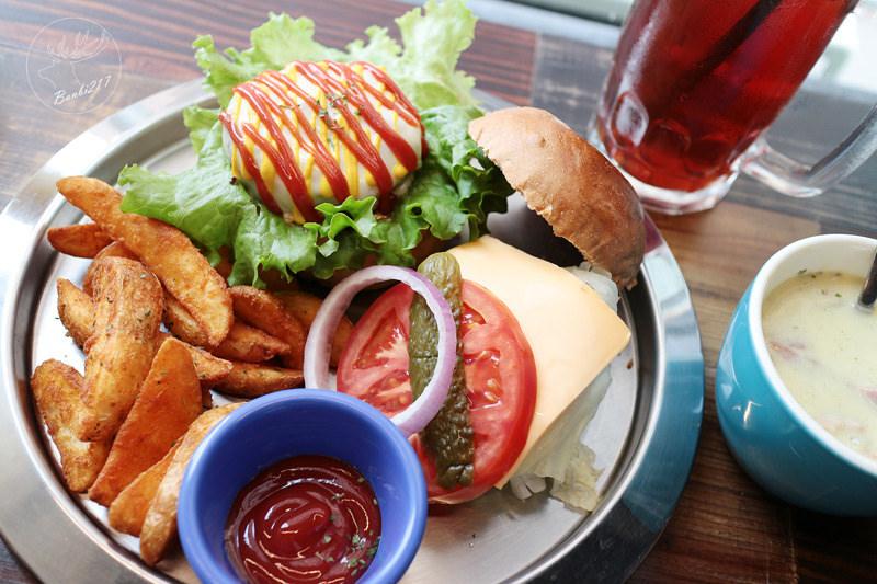 Pipe牛逼館子,工業風美式餐廳與平價好吃漢堡(台中西區美食,忠信市場)